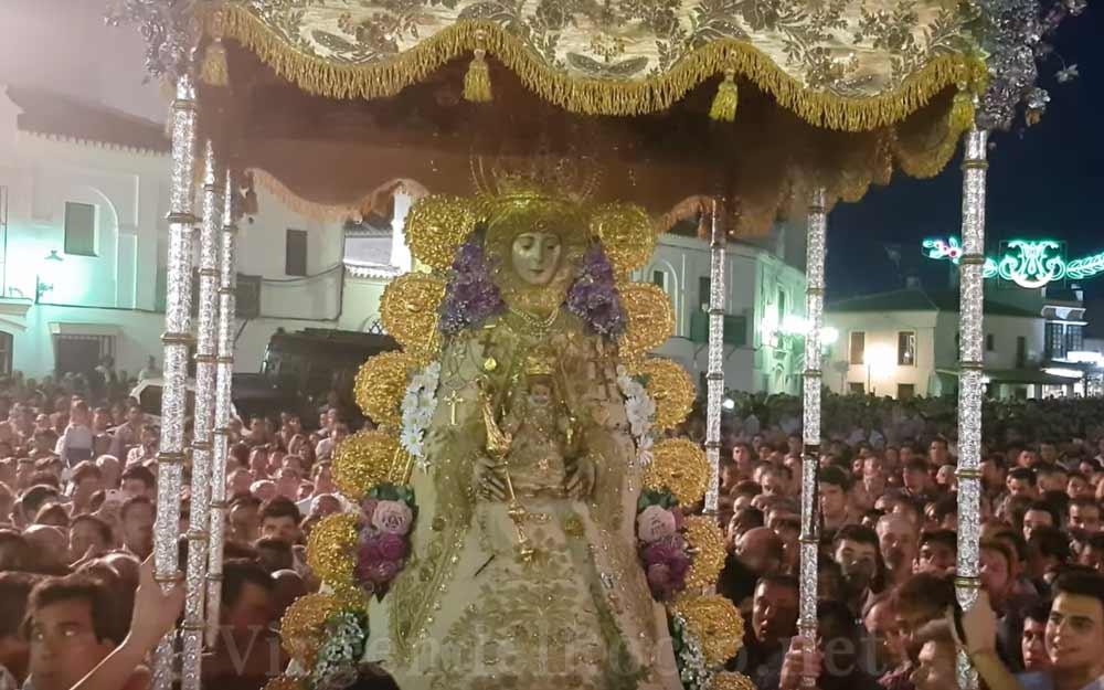 Virgen-del-Rocío en andas