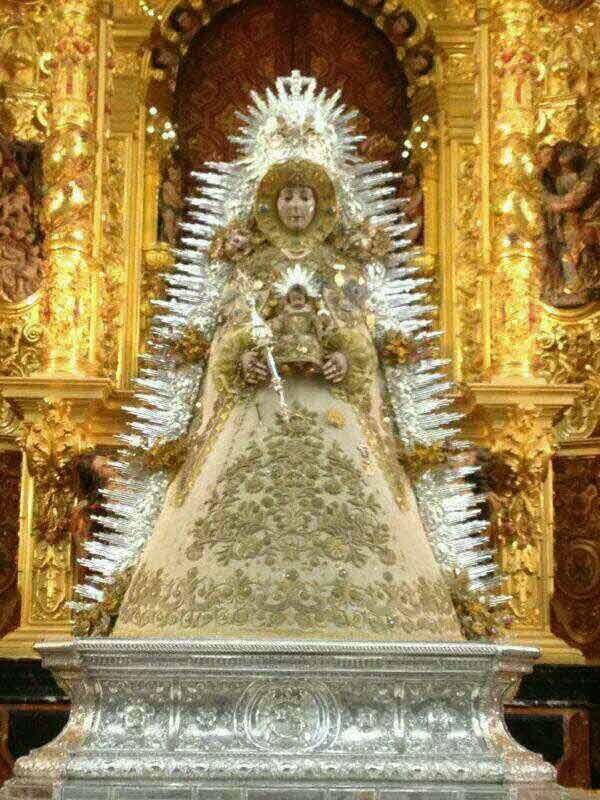 Virgen del Rocio corona y resplandor de rayos