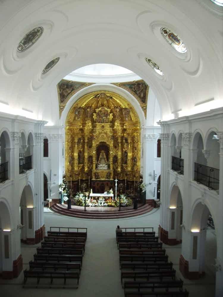 Foto del interior del santuario Virgen del Rocío