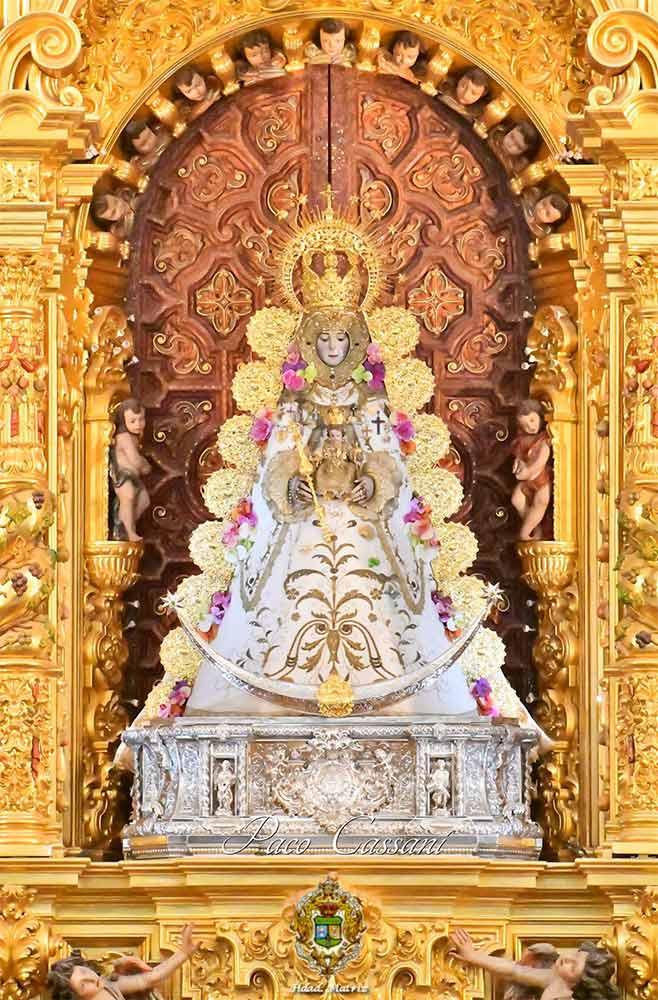 Virgen del Rocio en retablo
