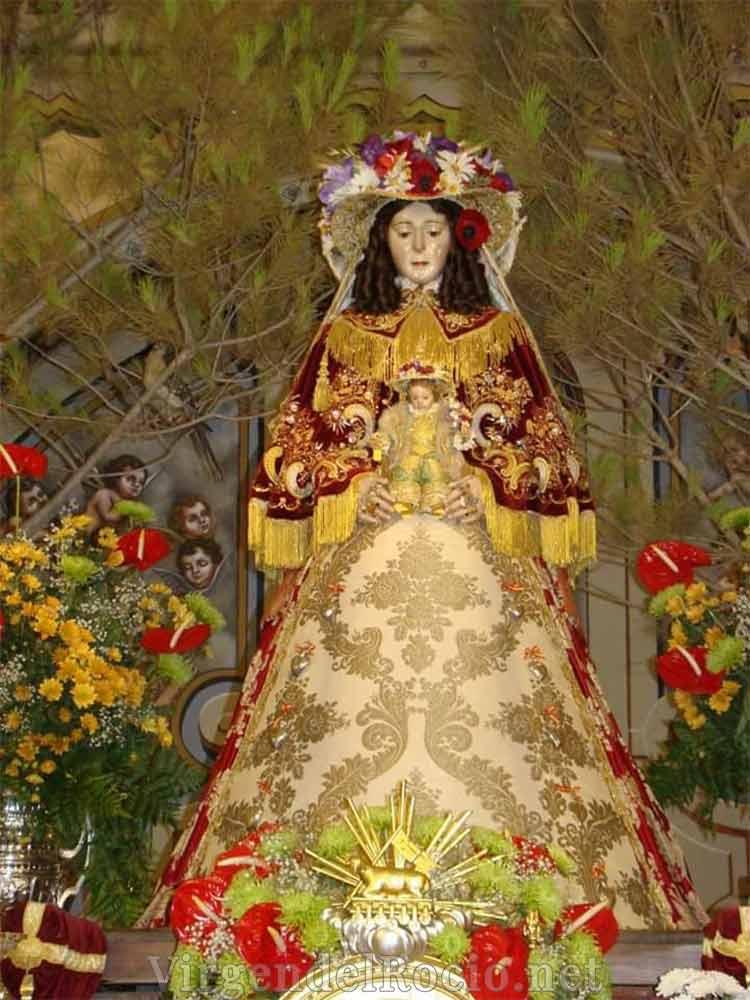 Virgen-del-Rocio en iglesia Almonte