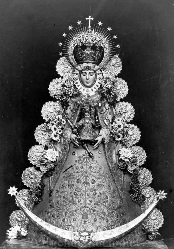 Virgen del Rocío blanco y negro