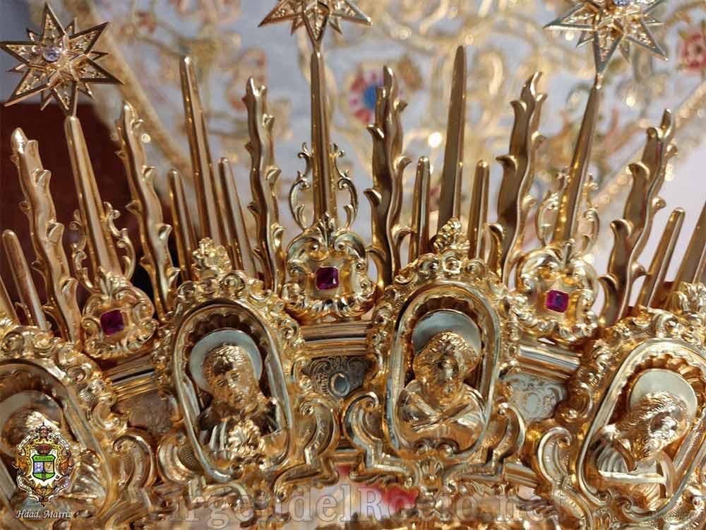 Corona Virgen del Rocío del amor detalle