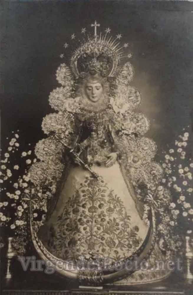 foto Virgen del Rocío antigua blanco y negro