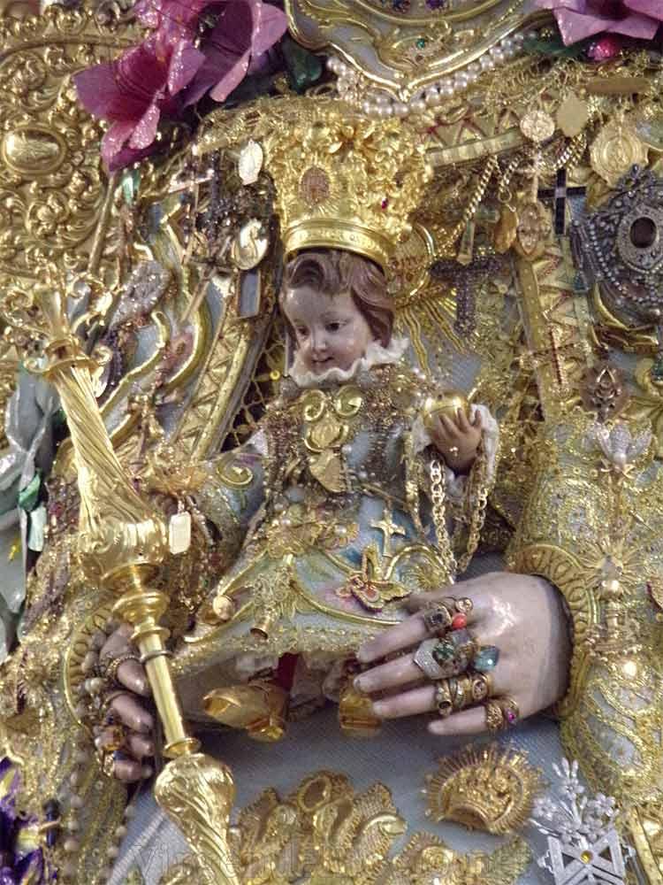 Niño Virgen del Rocío con alajas