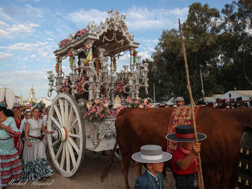 Carreta simpecado romería Virgen Rocío plata